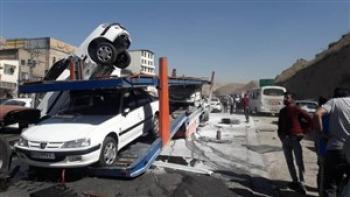 تصادف زنجیره ای تریلی با چند خودرو در اتوبان قدیم پردیس