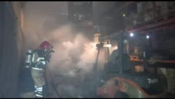 آتش سوزی مجتمع کارگاهی ۴ هزار متری در شهرک شادآباد