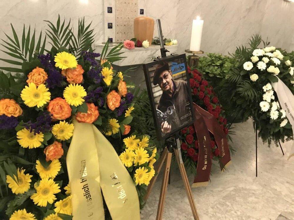 آنچه در مراسم خاکسپاری هنرمند ایرانی در وین گذشت + عکس