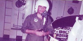 خلبانی که پشت بیسیم جنگنده قرآن میخواند/ من آمریکا نمیآیم!