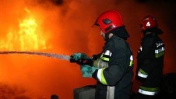 نجات مادر و دو فرزندش در آتشسوزی ساختمان ۶ طبقه