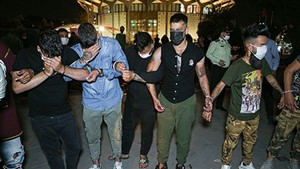 شبیخون پلیس به اراذل و اوباش پارک دانشجو + تصاویر