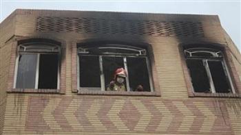 نجات زن میانسال از میان شعله های آتش