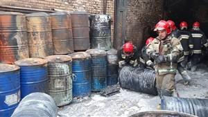 مصدومیت یک آتش نشان در آتش سوزی شهرک صنعتی چهاردانگه