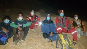 نجات دو جوان گم شده در ارتفاعات کوه سرخ قلات توسط آتش نشانان