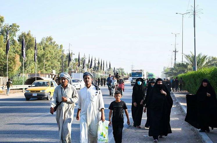 حرکت زائران عراقی با پای پیاده به حرم علوی