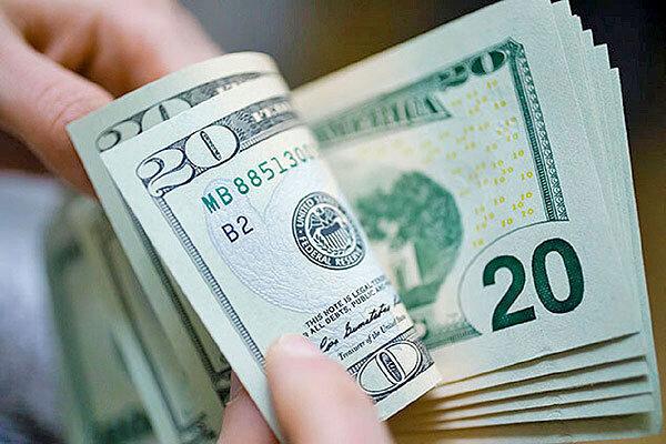 فروش ارز به دلیل ترس از دلار ۲۰ هزار تومانی | روایت دلالان و صرافان از قیمت ارز