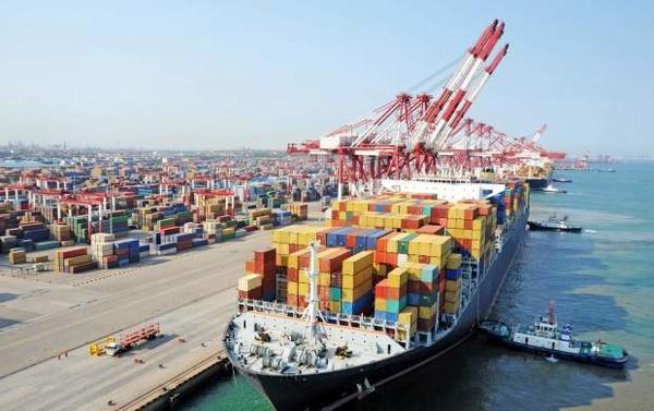 پهلوگیری کشتی حامل ۳۱ هزار تن برنج در بندر شهید رجایی