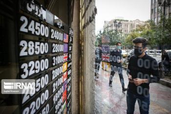 چهارراه استانبول خود را برای دلار ۲۰ هزار تومانی آماده میکند