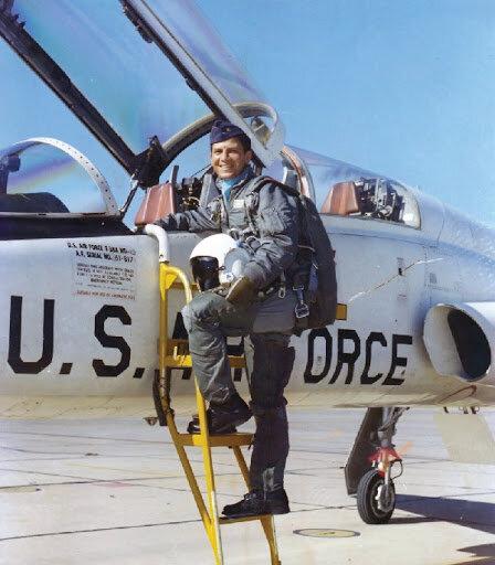 """خلبانی که """"چهار راه مرگ"""" را پیمود"""