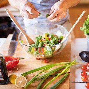 یک رژیم غذایی مناسب برای بدن؛ از فواید برای قلب تا دشمنی با سرطان