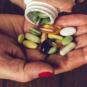 """""""7 ویتامین و مکمل مورد نیاز بدن بعد از 40 سالگی"""""""