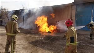 آتش سوزی انبار نگهداری چوب در قزوین