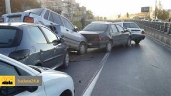 تصادف زنجیره ای 8 خودرو در پل بسیج اراک