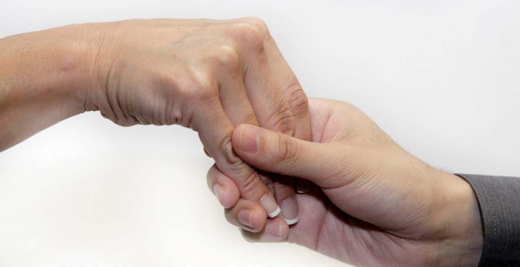 دست دادن ضعیف، نشانه پیری زودرس است؟