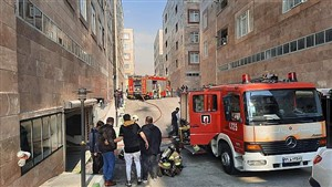 نجات 30 نفر از میان دود و آتش در خیابان ولیعصر
