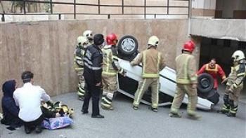 نجات معجزه آسای نوزاد ۵ ماهه پس از سقوط پراید در پارکینگ