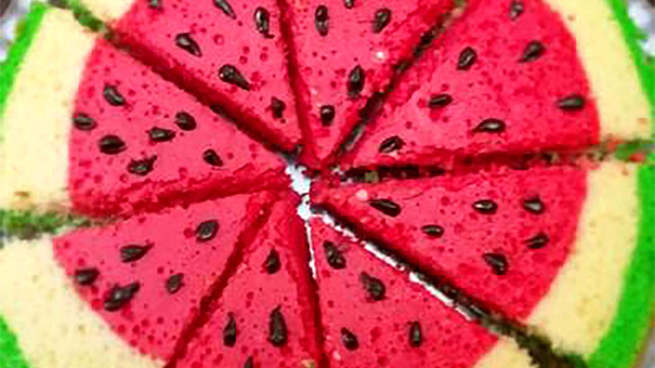 کیک هندوانه خوشمزه برای شب یلدا + فیلم