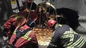 نجات معجزه آسای کارگر جوان از چاه فروریخته در خیابان شیخ بهایی جنوبی