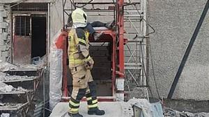 سقوط کابین بالابر ساختمانی دو کارگر را راهی بیمارستان کرد
