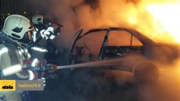 آتش سوزی پژو پارک شده در پارکینگ عمومی خودرو