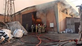 مرد ۳۵ ساله در آتش سوزی انبار هزار متری سوخت