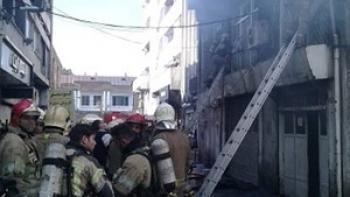 آتش سوزی ساختمان قدیمی در خیابان لاله زار
