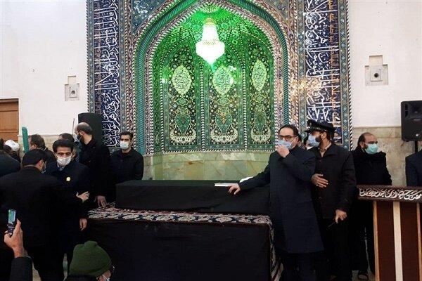 آیین وداع باپیکر علامه مصباح یزدی درحرم حضرت عبدالعظیم(ع)برگزارشد