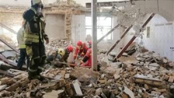 جدال مرگ و زندگی سه کارگر زیر آوار ساختمانی