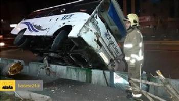 واژگونی مینیبوس در بیدستان ۱۰ نفر را راهی بیمارستان کرد