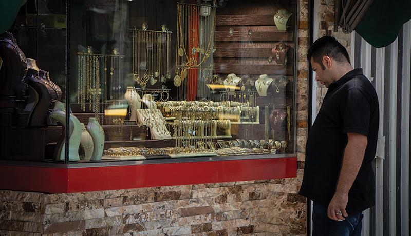 پیشبینی بازار طلا در بهمن ماه / آیا زمان خرید یا فروش طلا فرا رسیده است؟