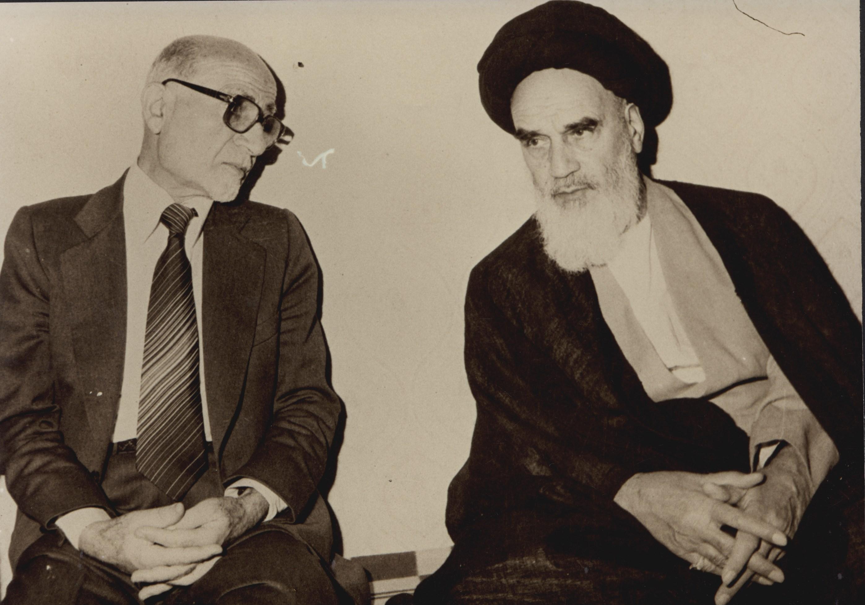 """واکنش امام خمینی به پیشنهاد بازرگان برای """"سازش"""" با نظام سلطنتی"""