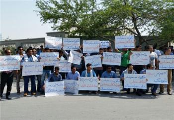 تجمع کارگران شرکت آلومینیومالمهدی هرمزآل مقابل استانداری/تصاویر