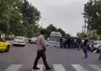 نشست زمین در کرج و فرو رفتن یک اتوبوس با 42 سرنشین در آن/ فیلم