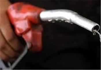 عرضه بنزین دونرخی به صلاح کشور نیست