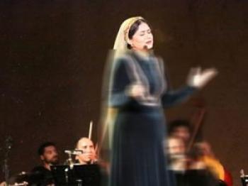تک خوانی خواننده زن ایرانی در حضور خاندان سلطنتی!/عکس