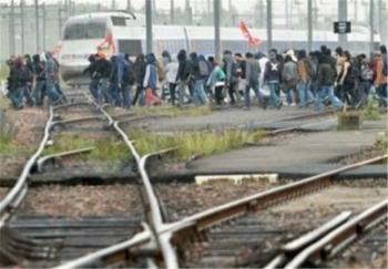 کارگران راهآهن فرانسه به اعتصاب سراسری پیوستند