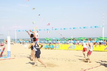 آغاز مسابقات والیبال ساحلی قهرمانی کارگران کشور در بندر انزلی