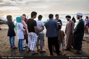 تبلیغ طلبه ها در ساحل