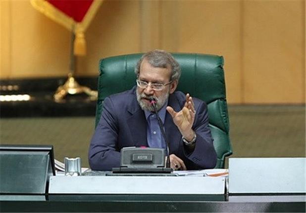 دفاع لاریجانی از دختر صفدر حسینی!