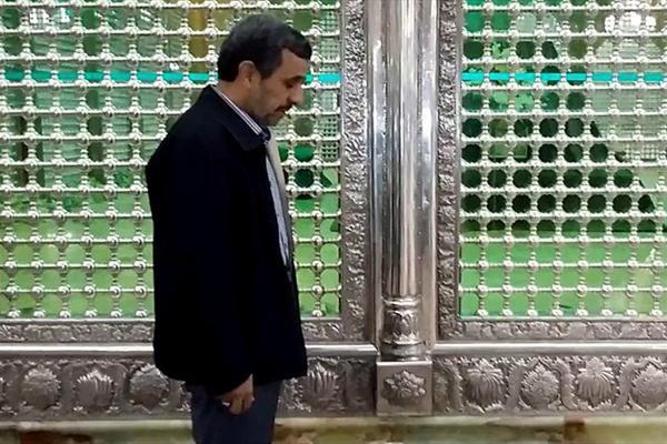احمدینژاد در مرقد امام خمینی