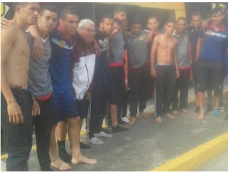 فوتبالیست های تیم دسته اولی گروگان گرفته شدند