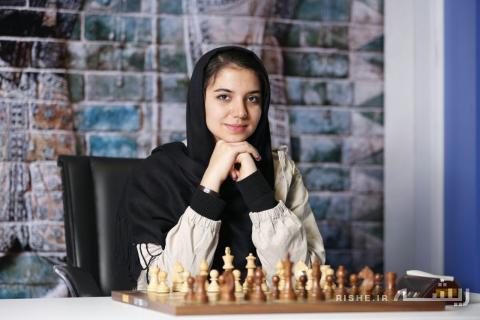 دختر شطرنج باز ایرانی رقیب آمریکایی خود را رسوا کرد + تصاویر