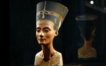 زنی که با ۵۱ عمل جراحی خود را شبیه زن فرعون کرد!+تصاویر