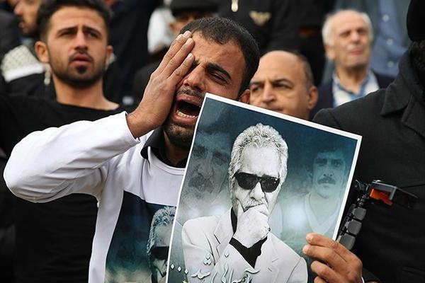 بیاخلاقی بسیار زشت در مراسم باشکوه تشییع و خاکسپاری پدر استقلال + تصاویر