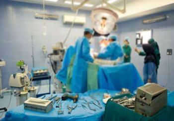 حرکت شرمآور پزشک متخلف وقتی بیمار نیمه هوش بود! + فیلم