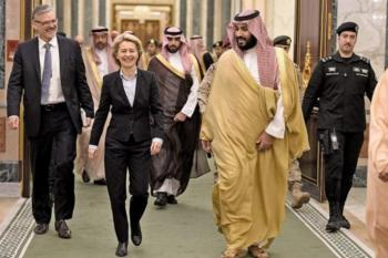 جنجال بر سر شلوار وزیر زن آلمانی در عربستان +تصاویر