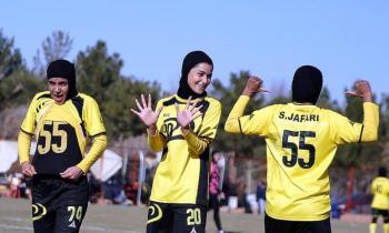 شادی جالب جالب و ابتکاری پس از گل در لیگ برتر فوتبال بانوان + عکس