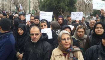 فیلم/ ادامه اعتراضات گسترده متقاضیان مسکن مهر پردیس با شکایت از وزارت راه در دیوان عدالت اداری