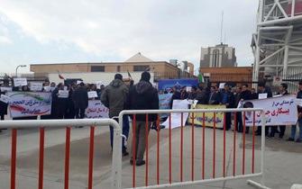 این بار به جای سهامداران، کارکنان ثامنالحجج مقابل مجلس تجمع کردند+تصاویر